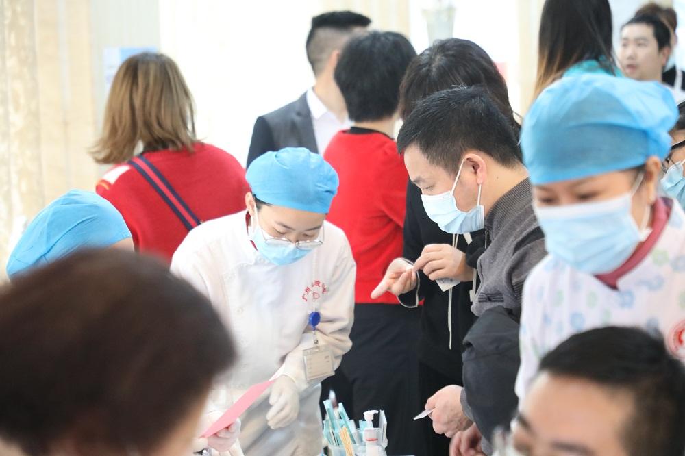 """""""手拉手,心连心,共享生命感动"""",广州伊丽莎白妇产医院公益献血活动"""